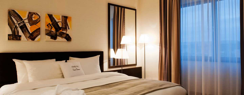 DoubleTree by Hilton Hotel Kosice, Slovensko - Ložnice apartmá King