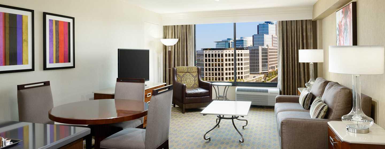 Hotel DoubleTree by Hilton Los Angeles - Westside, EE. UU. - Sala de estar de la suite de un dormitorio