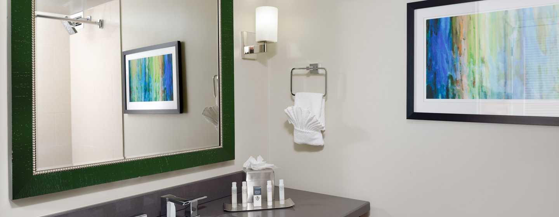 Hotel DoubleTree by Hilton Los Angeles - Westside, EE. UU. - Tocador del baño estándar