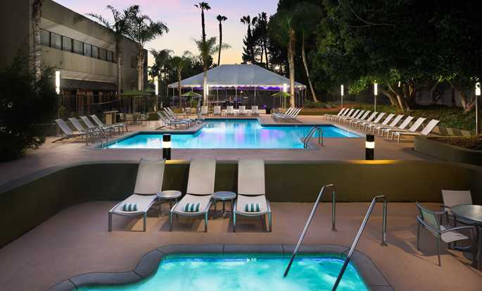 Hotel DoubleTree by Hilton Los Angeles - Westside, EE. UU. - Piscina