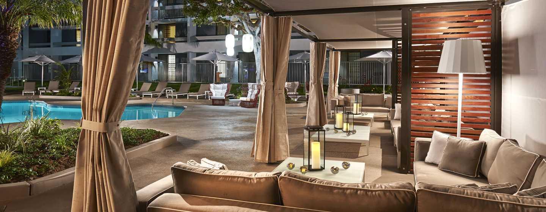 Hôtel MdR Marina del Rey - a DoubleTree by Hilton - Cabanas au bord de la piscine