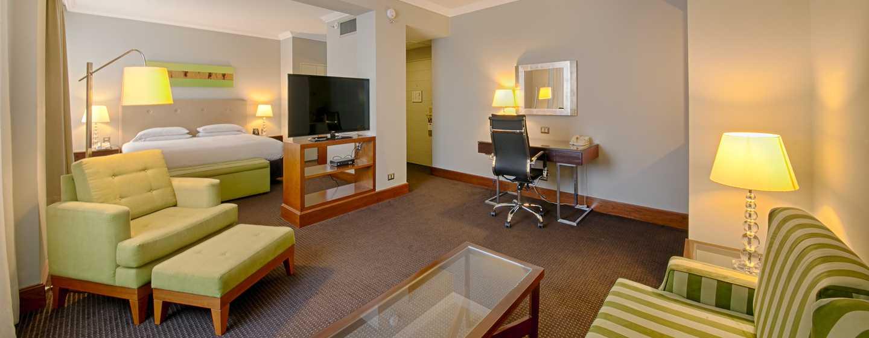 El Pardo DoubleTree by Hilton, Perú - Sala de habitación suite