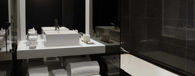 Hotel DoubleTree by Hilton Lisbon – Fontana Park, Portugal – Banheiro do quarto