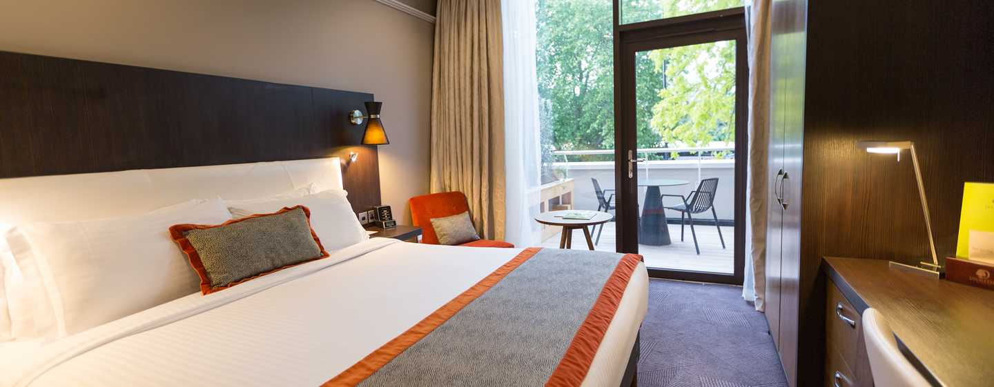 DoubleTree by Hilton Hotel London - Hyde Park, Regno Unito - Camera con letto king size e terrazza