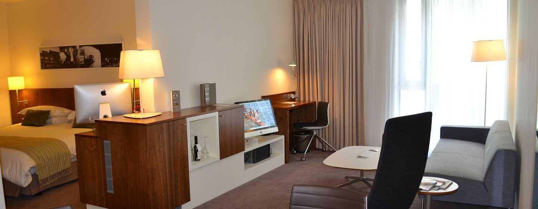 Hôtel DoubleTree by Hilton Hotel London - Tower of London, Royaume-Uni - Suite Atrium avec très grand lit