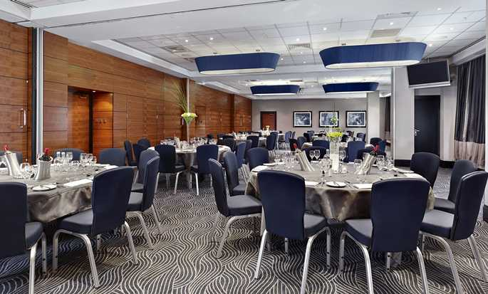 DoubleTree by Hilton Hotel London - Victoria, UK - Gallery - Dinner