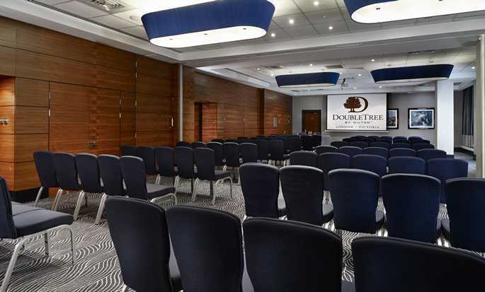 DoubleTree by Hilton Hotel London - Victoria, VK - Gallery Suite - Theater