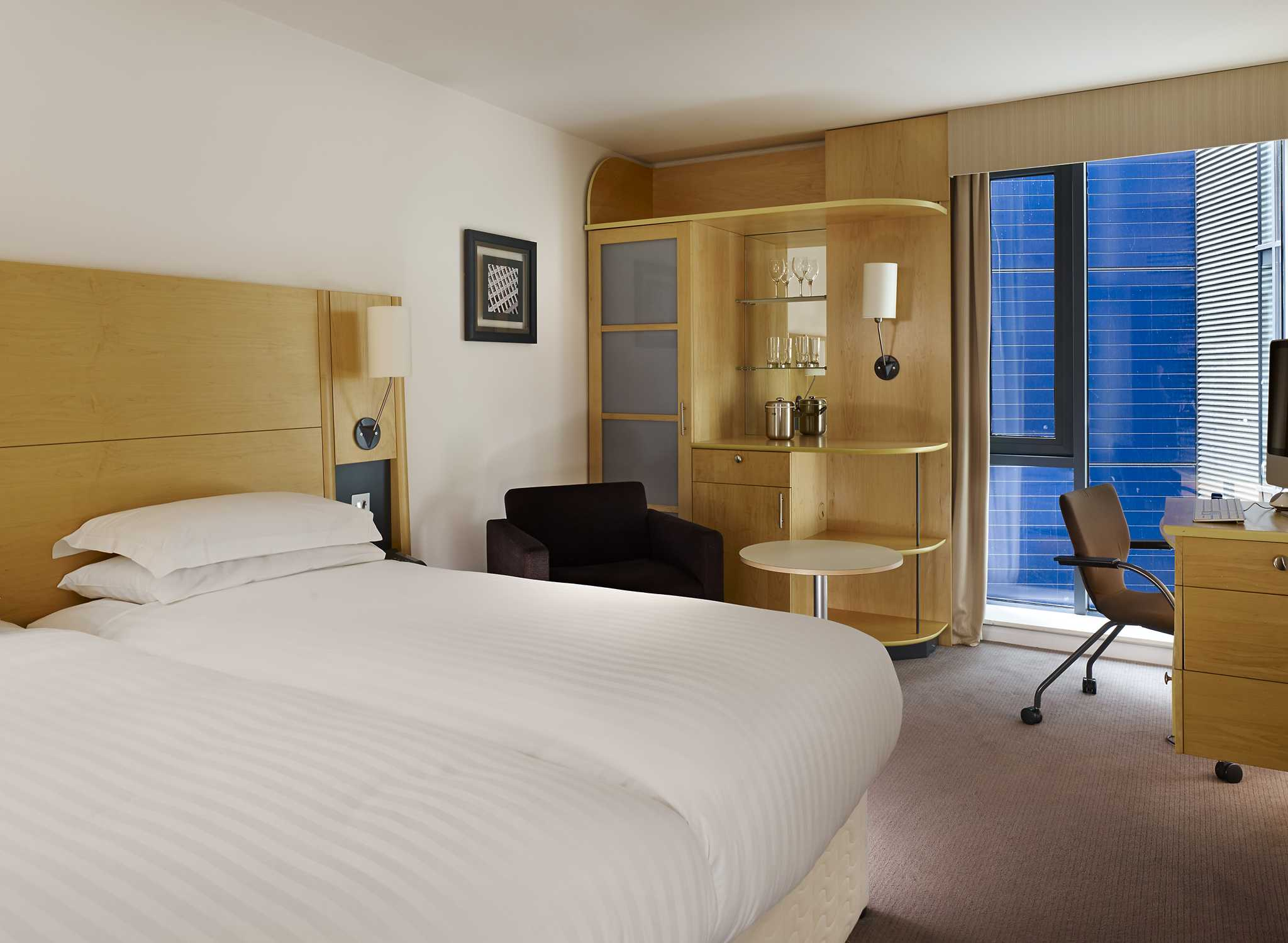 hilton hotels resorts reino unido. Black Bedroom Furniture Sets. Home Design Ideas