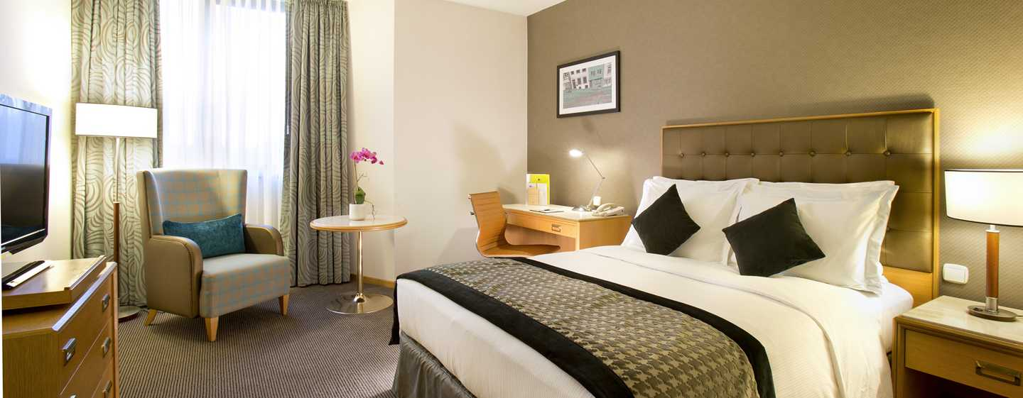 DoubleTree by Hilton Luxembourg, Luxemburg – Standard Zimmer mit Queen-Size-Bett