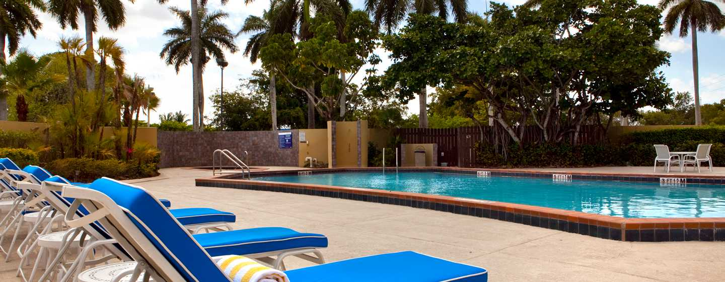 Hotel DoubleTree by Hilton Miami Airport & Convention Center, Florida, EE. UU. - Piscina