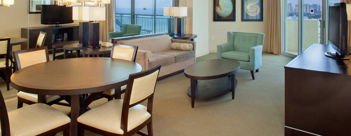 Hotel DoubleTree Resort & Spa by Hilton Ocean Point - North Miami Beach, Florida, EE. UU. - Sala de estar de la suite