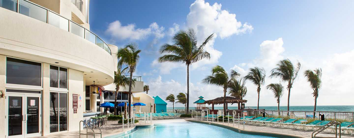 Hotel DoubleTree Resort & Spa by Hilton Ocean Point - North Miami Beach, Florida, EE. UU. - Piscina al aire libre