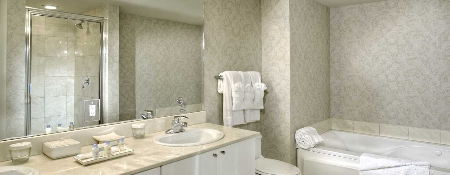 Hotel DoubleTree Resort & Spa by Hilton Ocean Point - North Miami Beach, Florida, EE. UU. - Baño de la suite