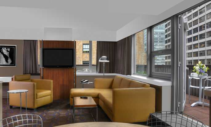 DoubleTree by Hilton Hotel Metropolitan – New York City, New York, USA – Wohnbereich der Suite