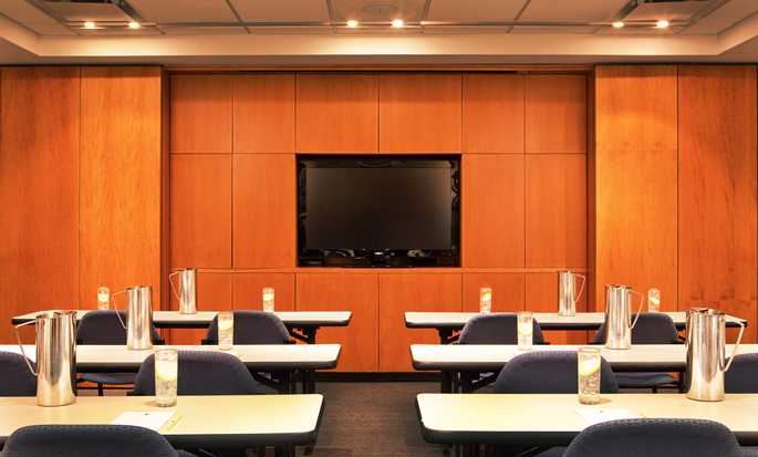 DoubleTree by Hilton Hotel New York - Conference Room
