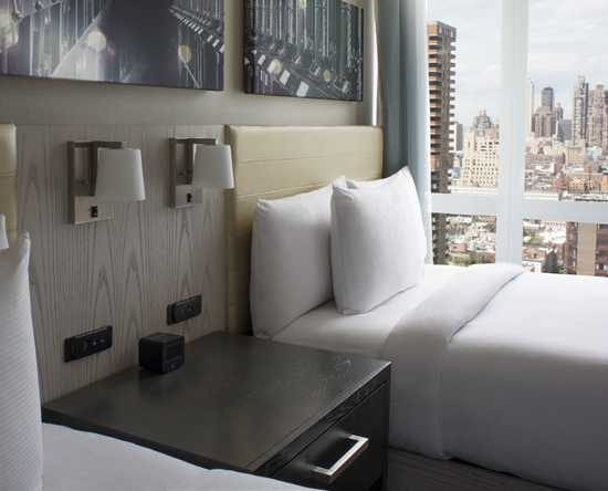 Hotel DoubleTree by Hilton New York Times Square West, Nueva York - Dos camas dobles y vista a la ciudad