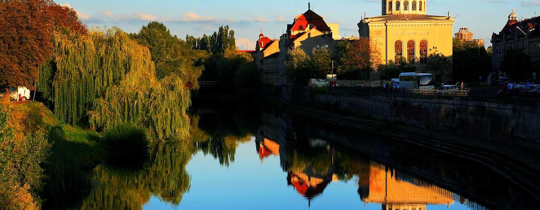 Hotel DoubleTree by Hilton Oradea, România – Râul oraşului
