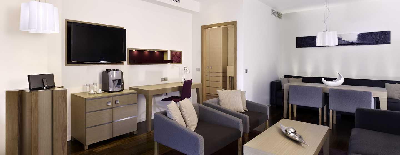 Hotel DoubleTree by Hilton Oradea, România – Apartament cu cameră de zi