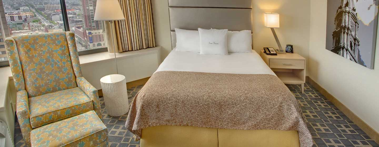 DoubleTree By Hilton Hotel Philadelphia Center City, Pennsylvania, USA – Zimmer mit Queen-Size-Bett