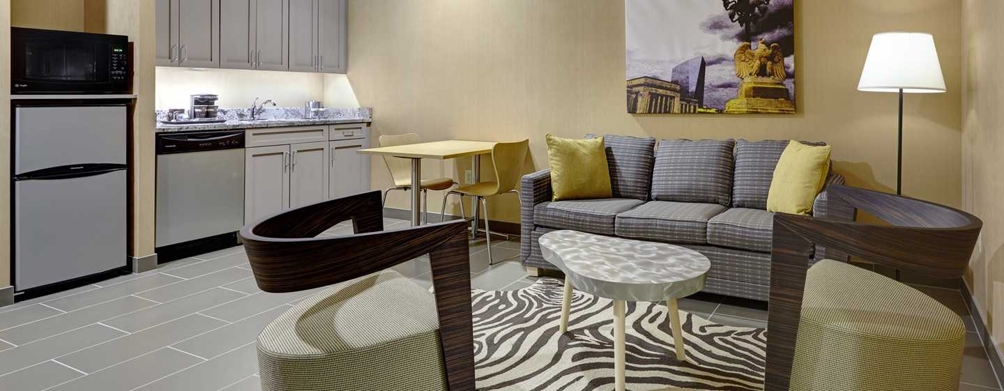 DoubleTree by Hilton Hotel Philadelphia Center City, Pennsylvania, USA – Suite mit King-Size-Bett und Küche