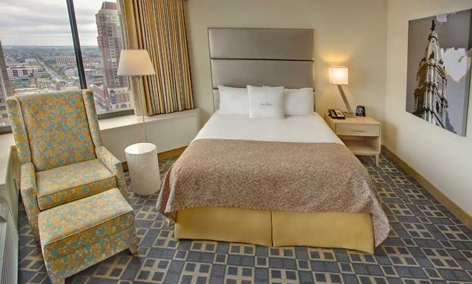 DoubleTree By Hilton Hotel Philadelphia Center City, Pennsylvania, USA – Zimmer mit einem Queen-Size-Bett