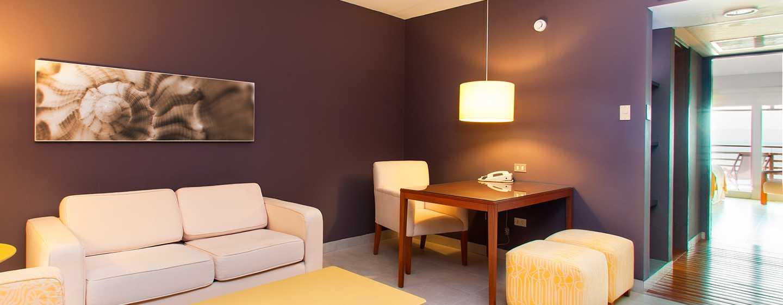 Hotel DoubleTree Resort by Hilton Paracas-Perú - Sala de estar de la suite