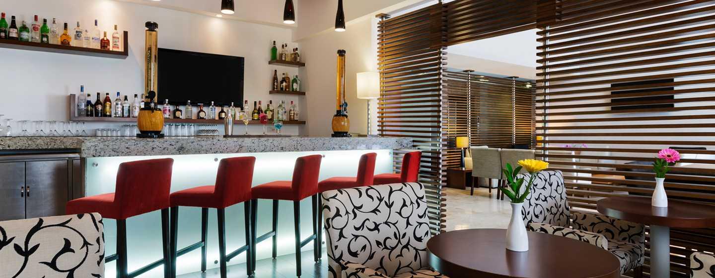 DoubleTree by Hilton Queretaro, México - Lobby bar The Oak