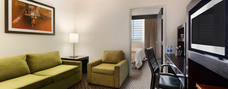 DoubleTree by Hilton Queretaro - Sala de estar de la suite
