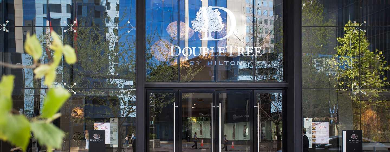 Hotel DoubleTree by Hilton Santiago - Vitacura, Chile - Entrada al lobby del hotel