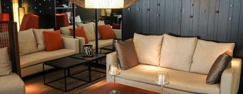 Hotel DoubleTree by Hilton Santiago – Vitacura, Chile – Lobby espaçoso
