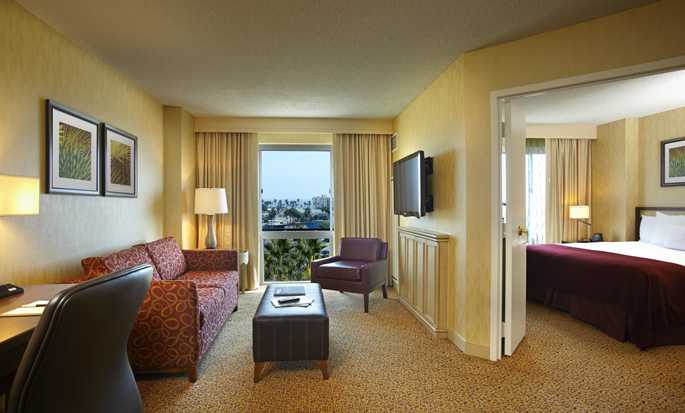 Hotel DoubleTree Suites by Hilton Santa Monica, California, EE. UU. - Suite con cama King