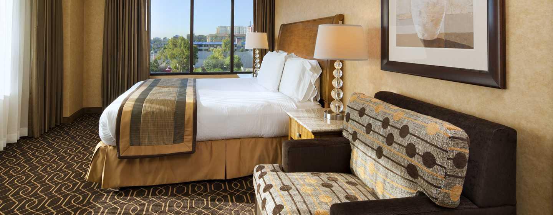 Hotel DoubleTree Suites by Hilton Anaheim Resort - Convention Center, California - Dormitorio de la suite con cama King