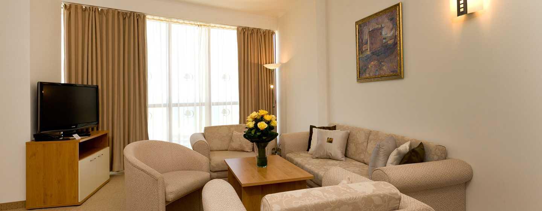 Хотел DoubleTree by Hilton Hotel Varna – Златни пясъци, България – дневна в апартамент
