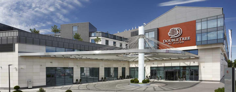 DoubleTree by Hilton Hotel & Conference Centre Warsaw – Widok z zewnątrz