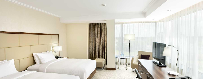 Im großen Zimmer mit zwei Einzelbetten können Sie in Ruhe schlafen