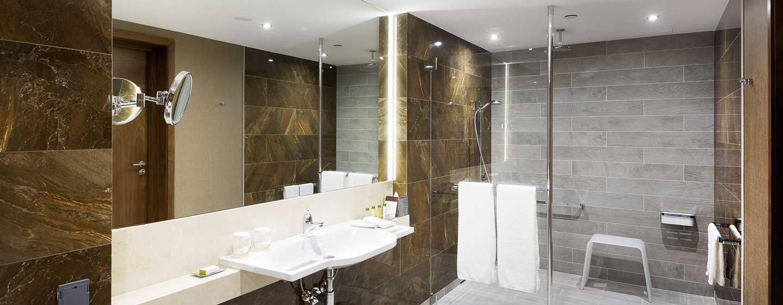 Die Badezimmer der barrierefreien Zimmer sind an die Bedürfnisse der Gäste angepasst