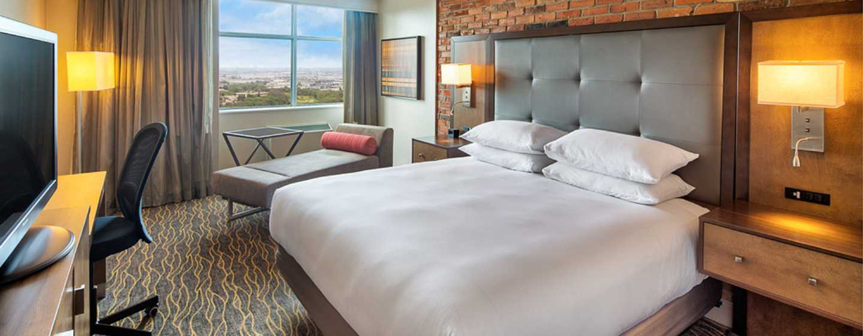 Hôtel Doubletree by Hilton Toronto Airport, Canada - Chambre avec très grand lit