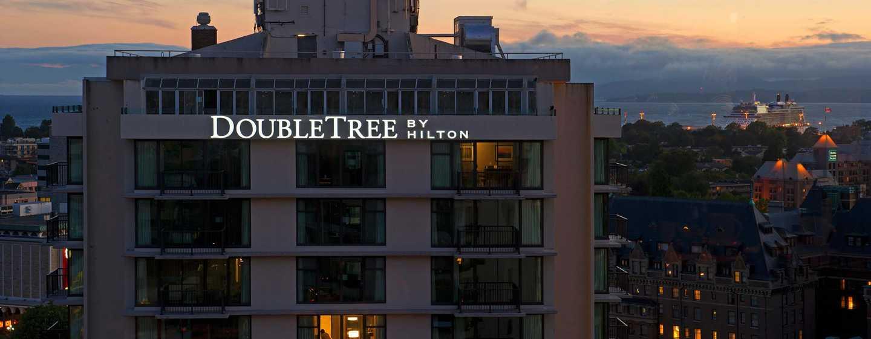 Hôtel DoubleTree by Hilton Hotel & Suites Victoria, Canada - Extérieur, de nuit