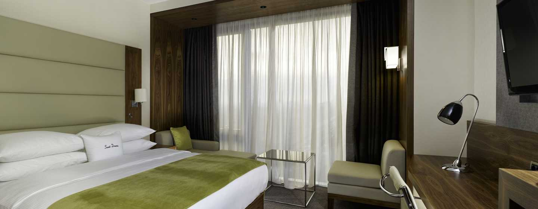"Хотел DoubleTree by Hilton Zagreb, Хърватия – стая за гости с легло (размер ""King"")"