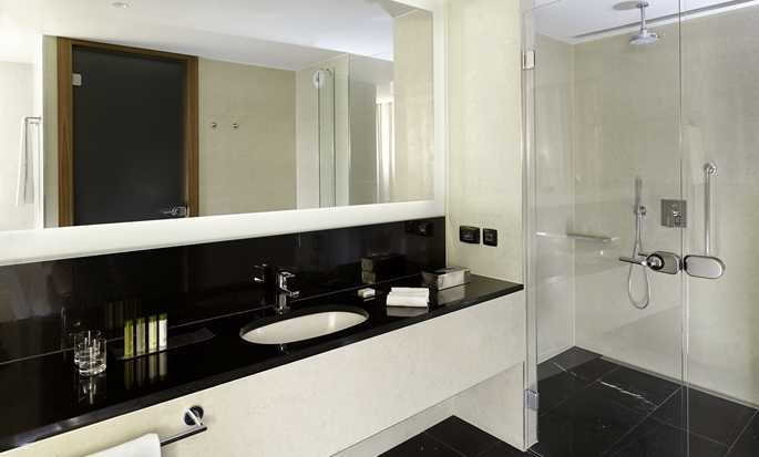 DoubleTree by Hilton Hotel Zagreb, Croatia - Bathroom