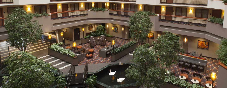 Hotel Embassy Suites by Hilton Austin Arboretum, Texas, EE. UU. - Atrio del hotel