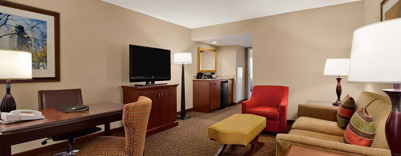 Hotel Embassy Suites by Hilton Austin Arboretum, Texas, EE. UU. - Sala de estar de la suite del hotel