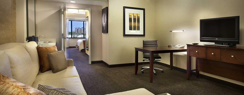 Hotel Embassy Suites Austin - Downtown/Town Lake, Estados Unidos - Sala de estar de la suite con cama King