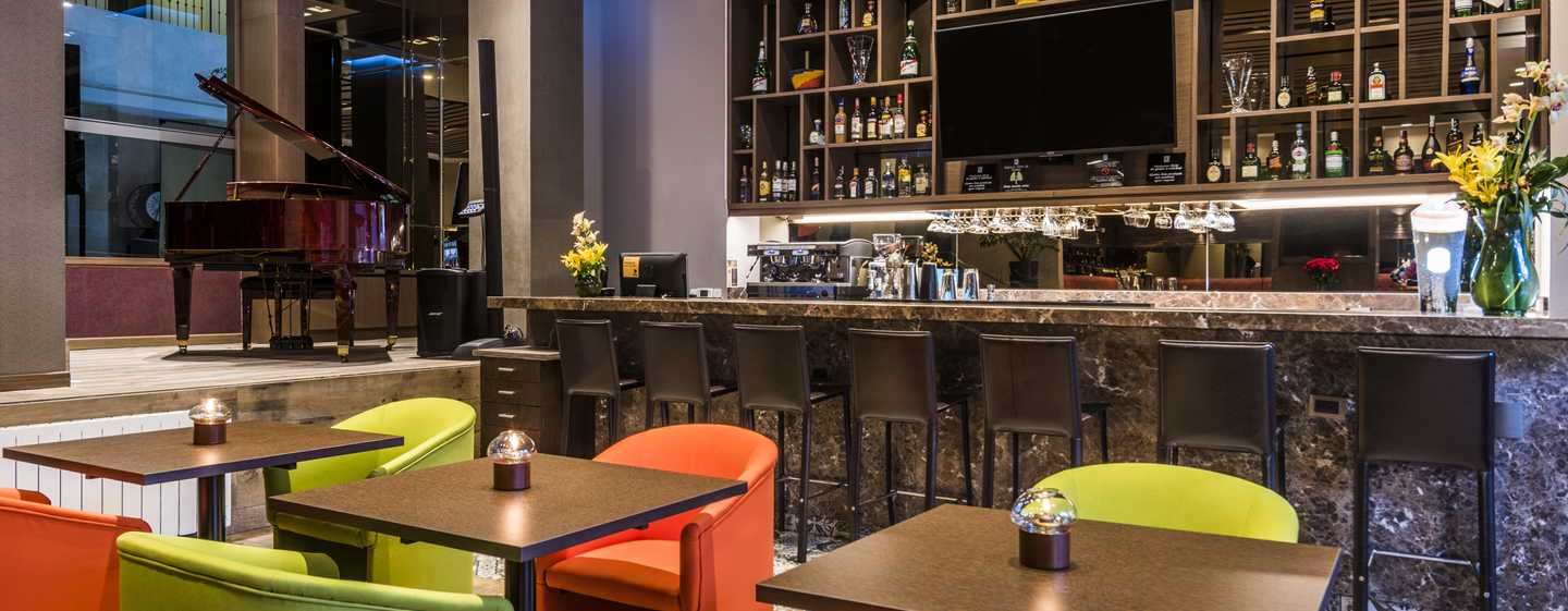 Hotel Embassy Suites by Hilton Bogotá - Rosales, Colombia - Bar del hotel