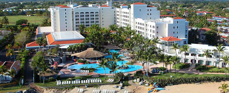 Hotel Embassy Suites by Hilton Dorado del Mar Beach Resort, Dorado, Puerto Rico - El hotel desde el mar