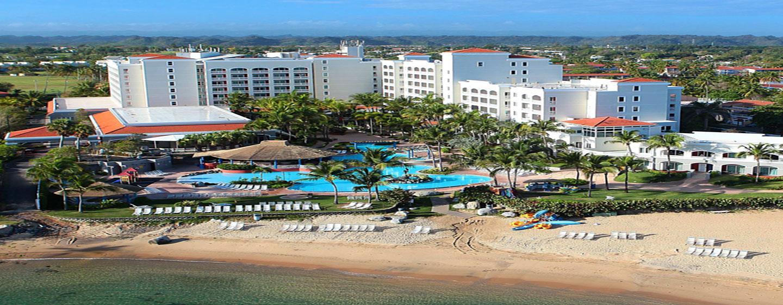 Hotel Embassy Suites by Hilton Dorado del Mar Beach Resort, Dorado, Porto Rico – Hotel visto do mar