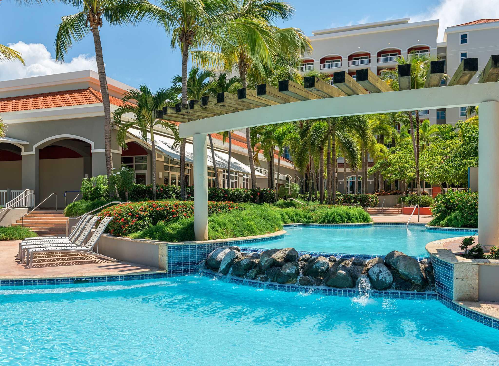 Hoteles en puerto rico san juan hilton for Fotos de piscinas modernas en puerto rico