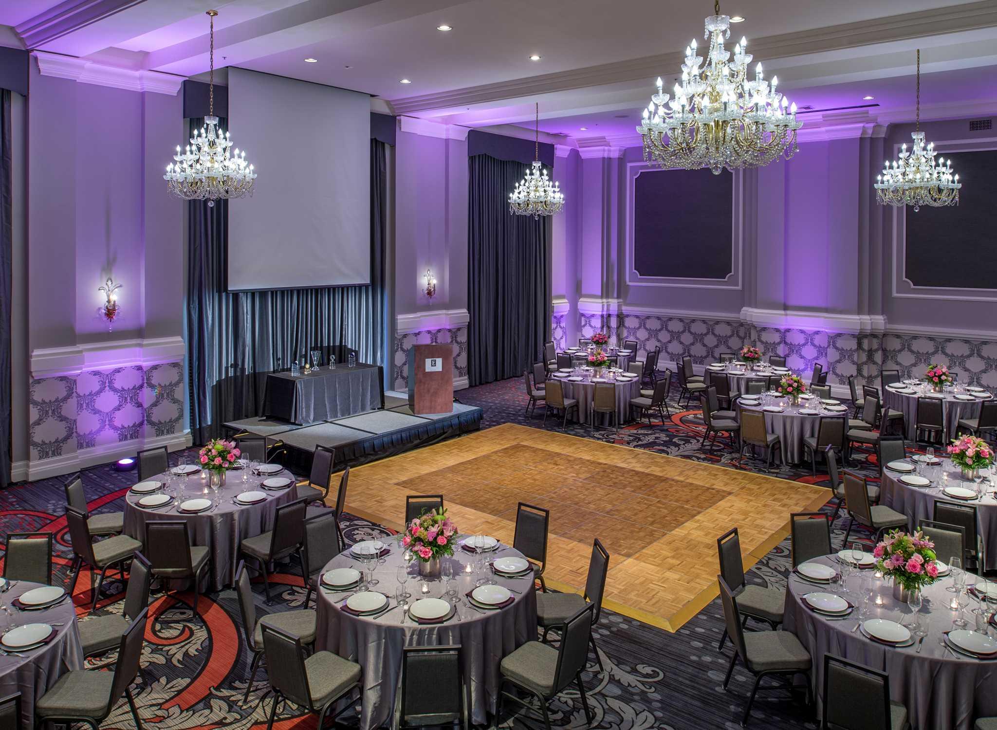 embassy suites portland downtown hotel. Black Bedroom Furniture Sets. Home Design Ideas