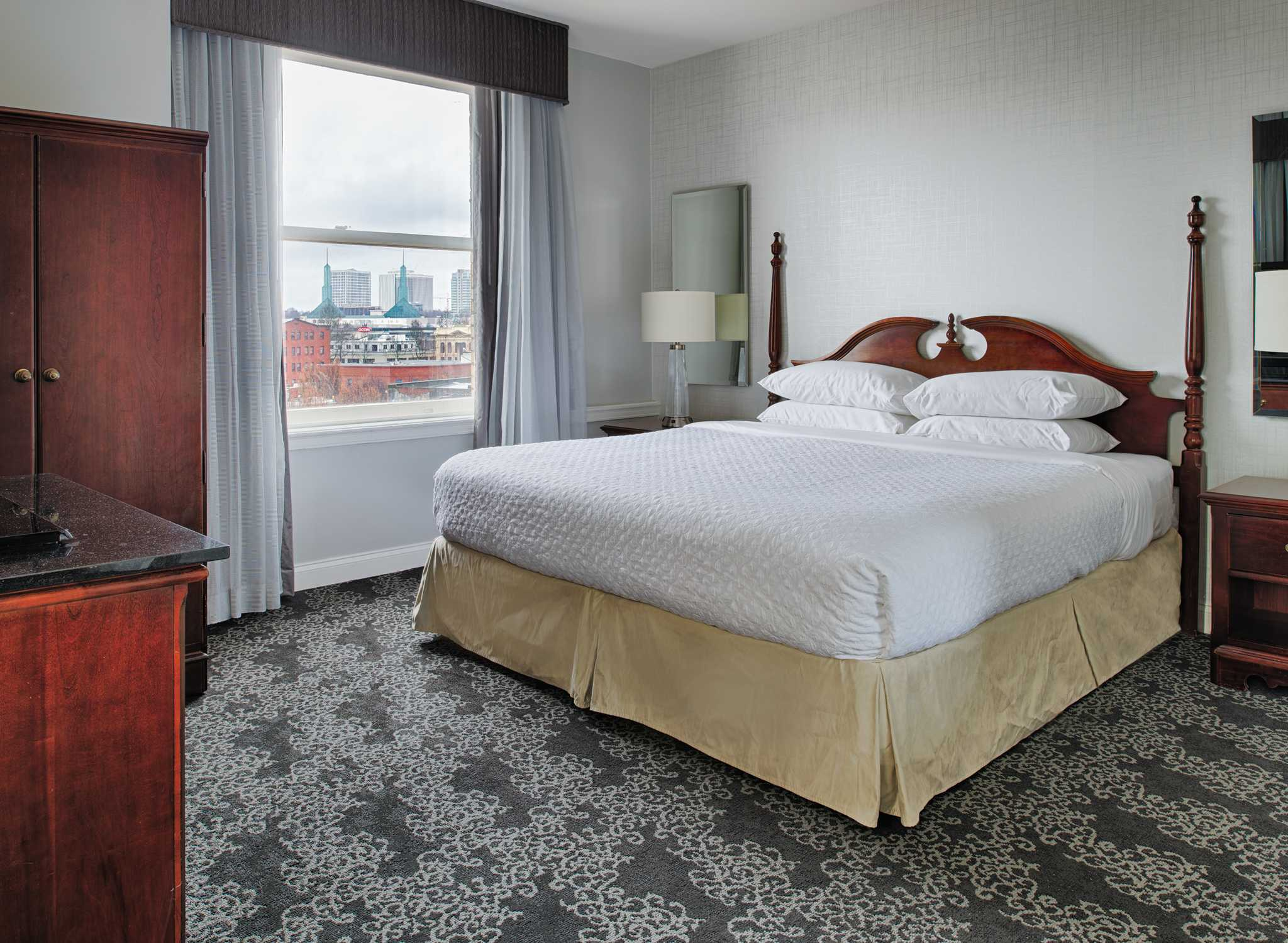 h tel embassy suites by hilton portland downtown. Black Bedroom Furniture Sets. Home Design Ideas