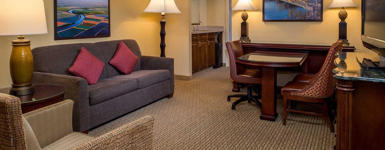 Embassy Suites by Hilton Sacramento Riverfront Promenade, USA – Wohnbereich der Suite
